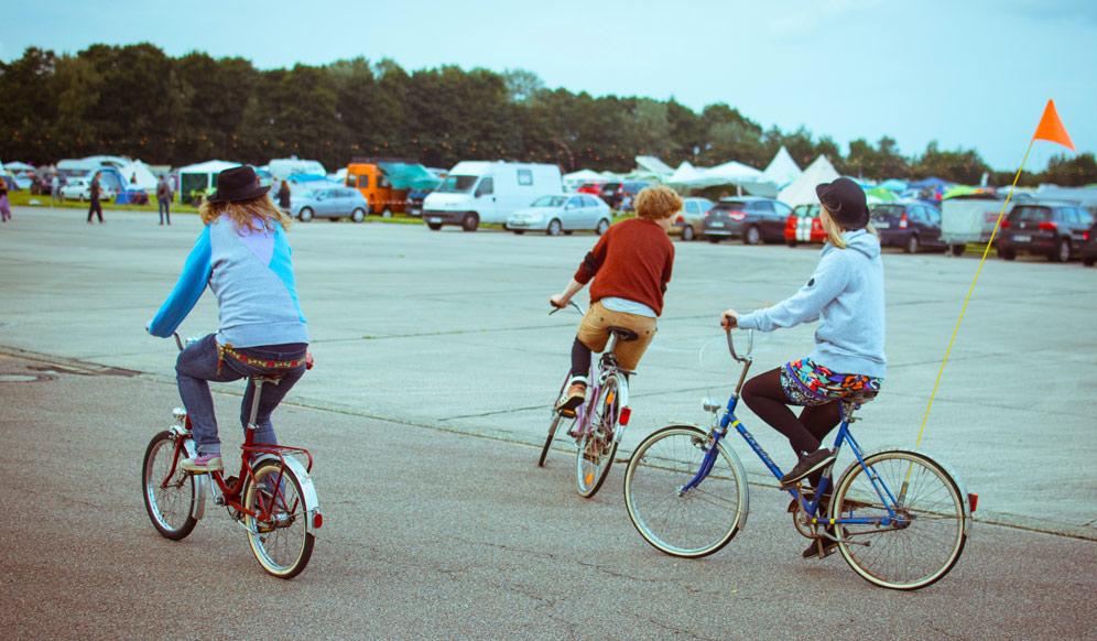 prieteni pe biciclete